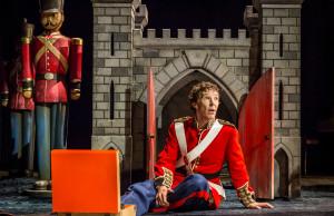 16-benedict-cumberbatch-hamlet-in-hamlet-at-the-barbican-theatre-photo-credit-johan-persson