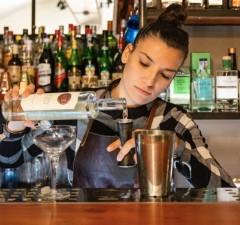 Vanessa Vecchio proprietaria e bartender di Oliva.co di Catania